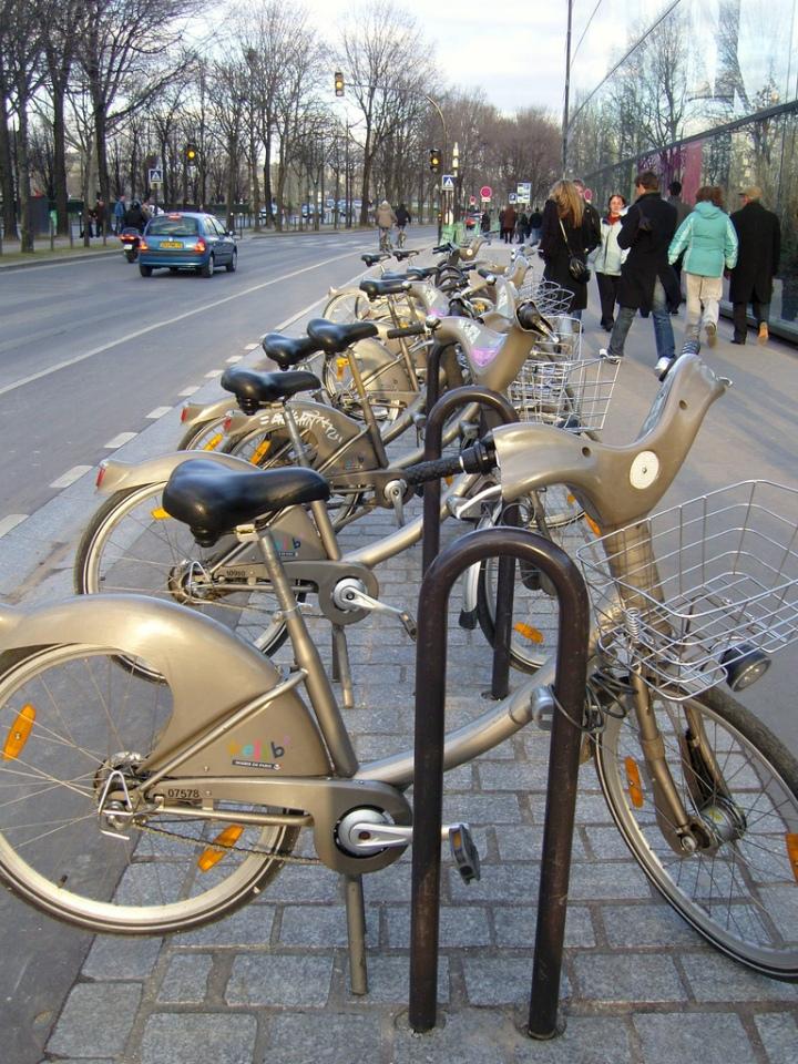 paris study abroad bikes
