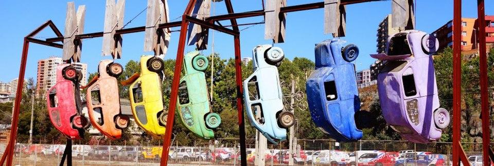 chile.valparaiso.spring2014.artistic_eye.hanging_cars.morgan__kroeger.1