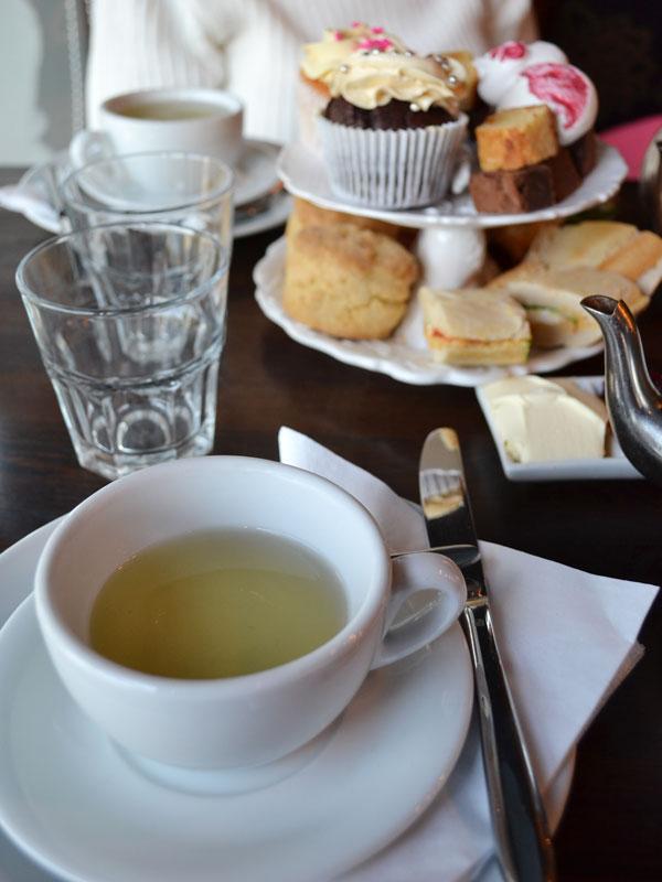 London.-England.-2012.-High-Tea.ShannonRinn