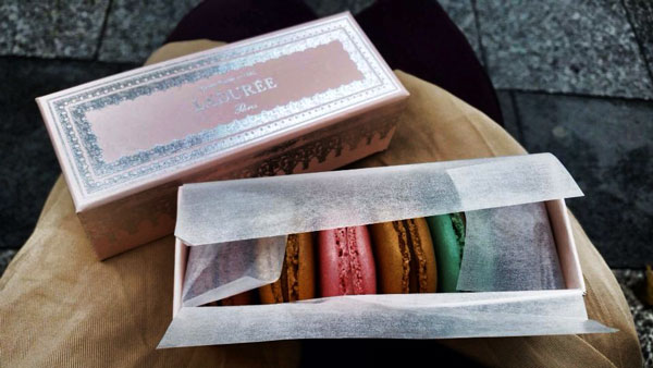 france_.paris.fall2015.when_in_rome.laduree_famous_macarons.nicole__ahlering