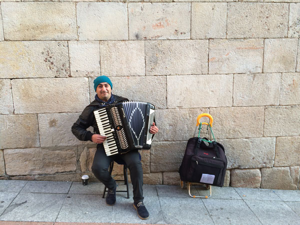 spain.salamanca.fall2015.when_in_rome.accordion_man.amanda_hudinsky