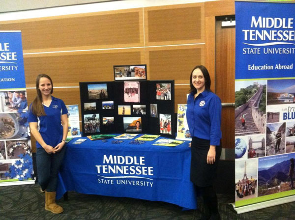 ISA Global Ambassadors tabling at a study abroad event.